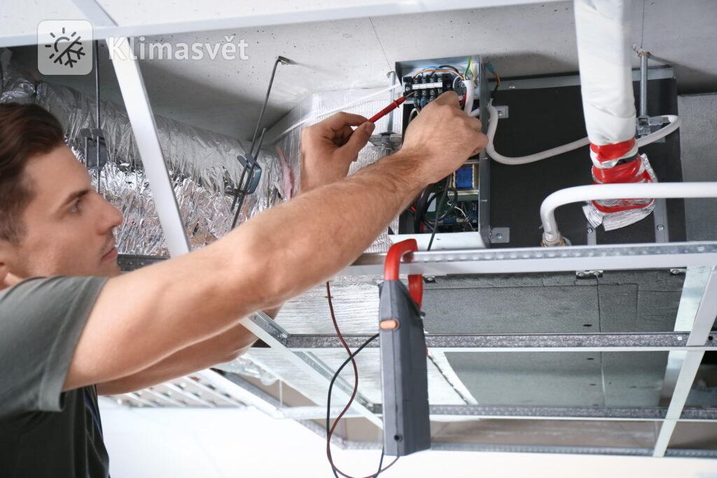 Kazetové klimatizace jsou nejčastěji instalovány do prostor, které nemají možnost umístění na stěnu.